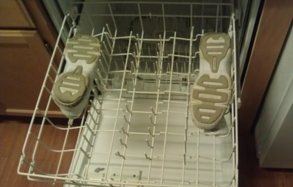 Washing tennis shoes